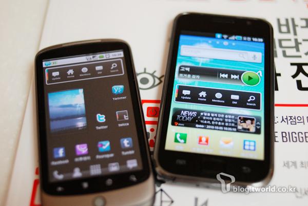 소셜 미디어 위젯, 액자 위젯, 멜론 위젯, T 뉴스 위젯 등이 설치된 스마트폰