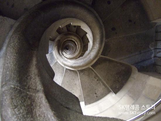 사그라다 파밀리아의 나선형 계단