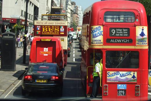 런던의 명물 2층 버스