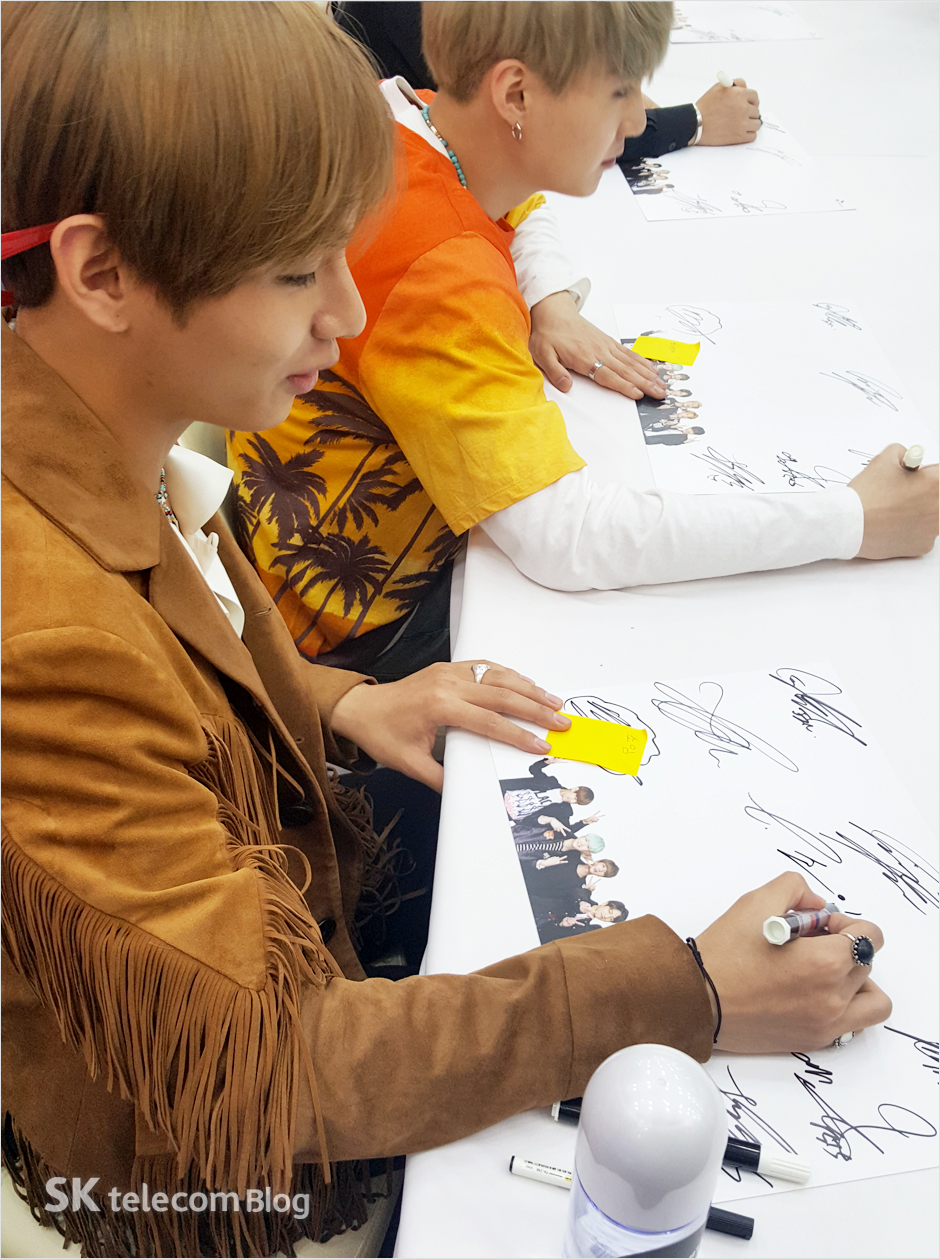 160608_BTS_sign_event_17