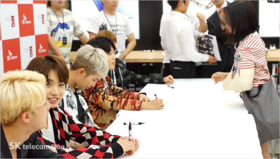 160608_BTS_sign_event_20
