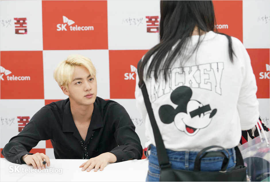 160608_BTS_sign_event_31