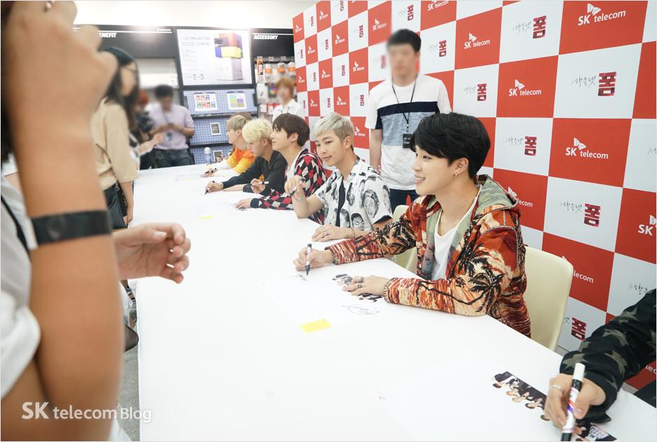 160608_BTS_sign_event_44