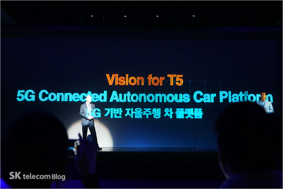 161117-5g-connected-car_19